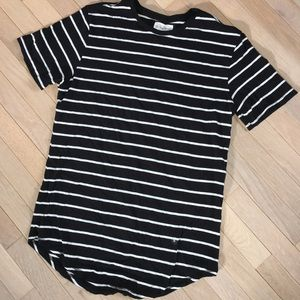 1x HP⭐️ Extended scallop longer length striped tee